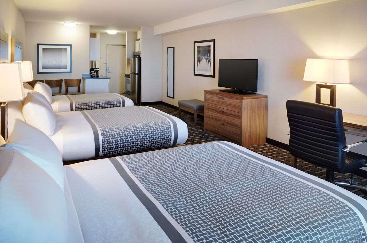 Room - Pomeroy Inn & Suites Vermilion