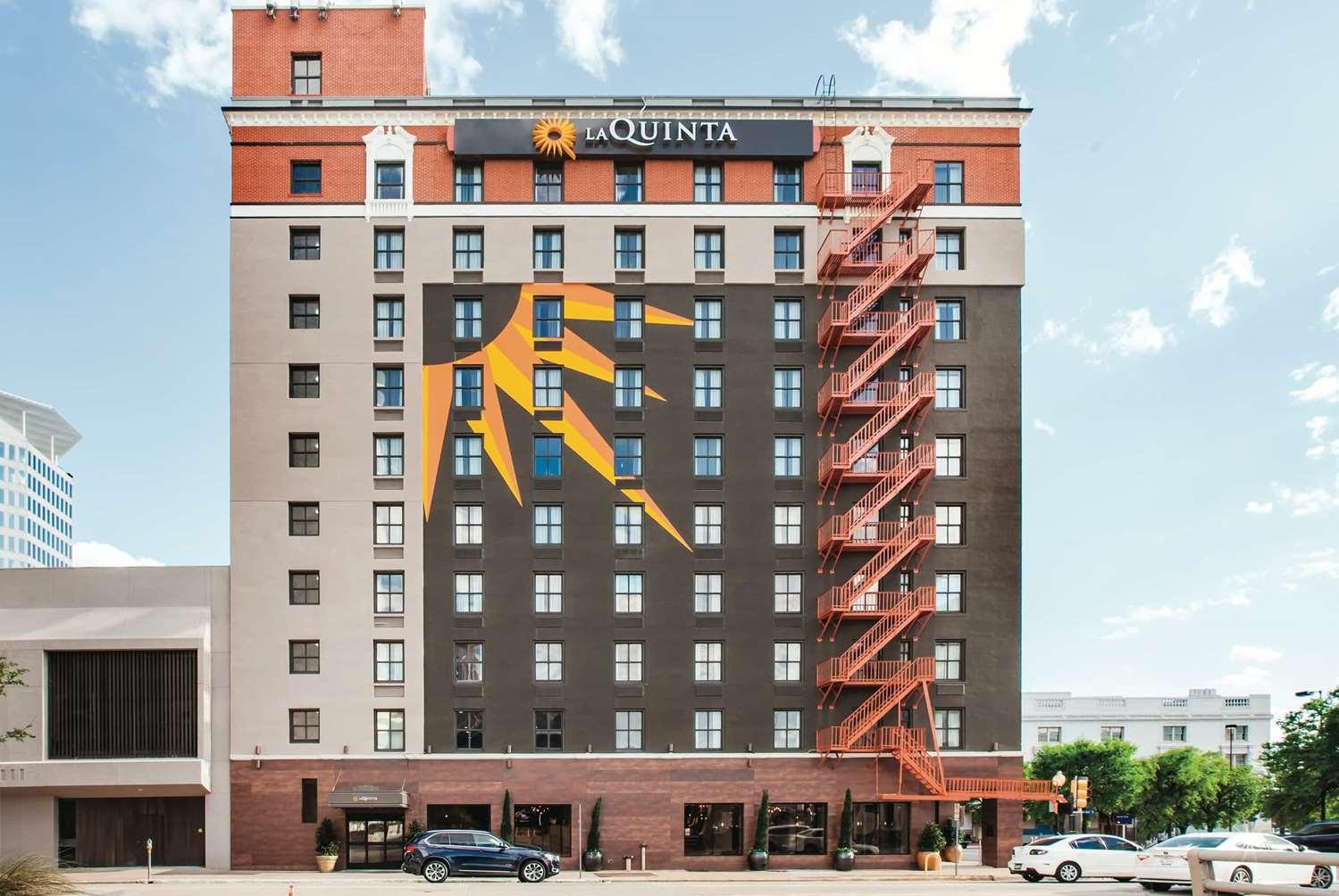 Exterior view - La Quinta Inn & Suites Downtown Dallas