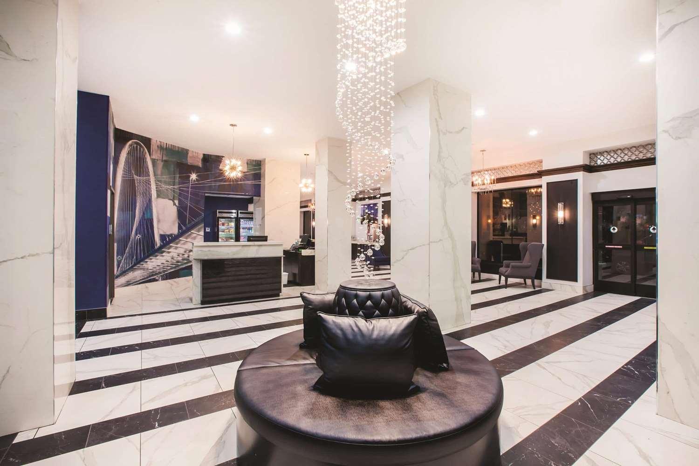 Lobby - La Quinta Inn & Suites Downtown Dallas
