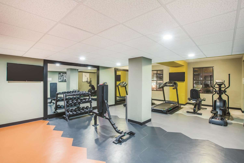 Fitness/ Exercise Room - La Quinta Inn & Suites Downtown Dallas