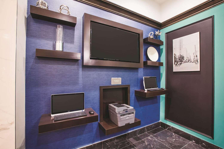 Conference Area - La Quinta Inn & Suites Downtown Dallas