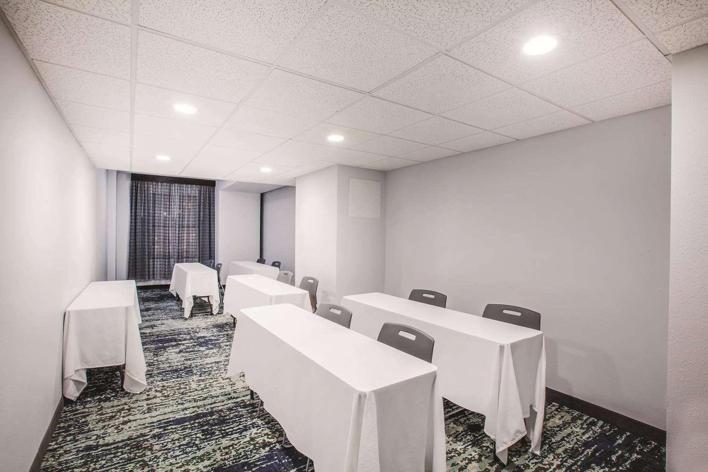 Meeting Facilities - La Quinta Inn & Suites Downtown Dallas