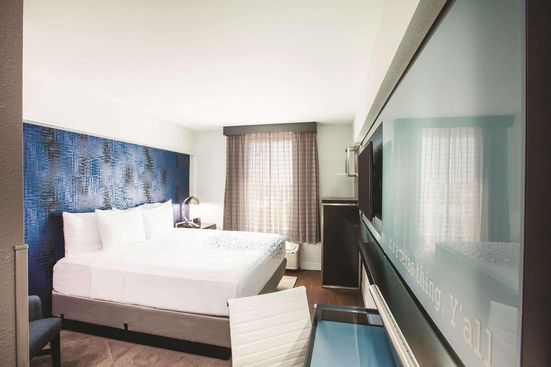 Room - La Quinta Inn & Suites Downtown Dallas