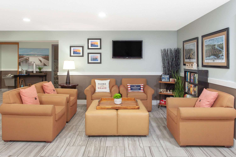 Lobby - Baymont Inn & Suites Grand Haven