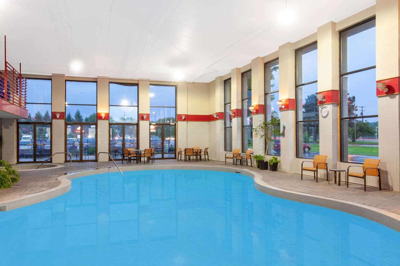 Pool - Baymont Inn & Suites Grand Haven