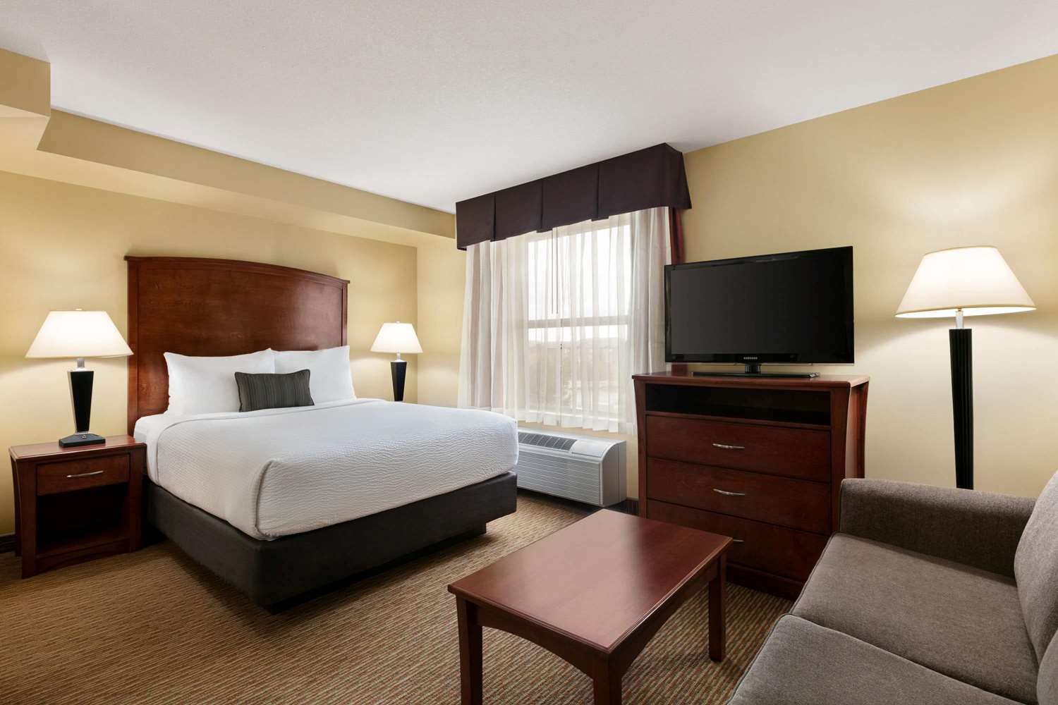 Room - Days Inn & Suites Sherwood Park