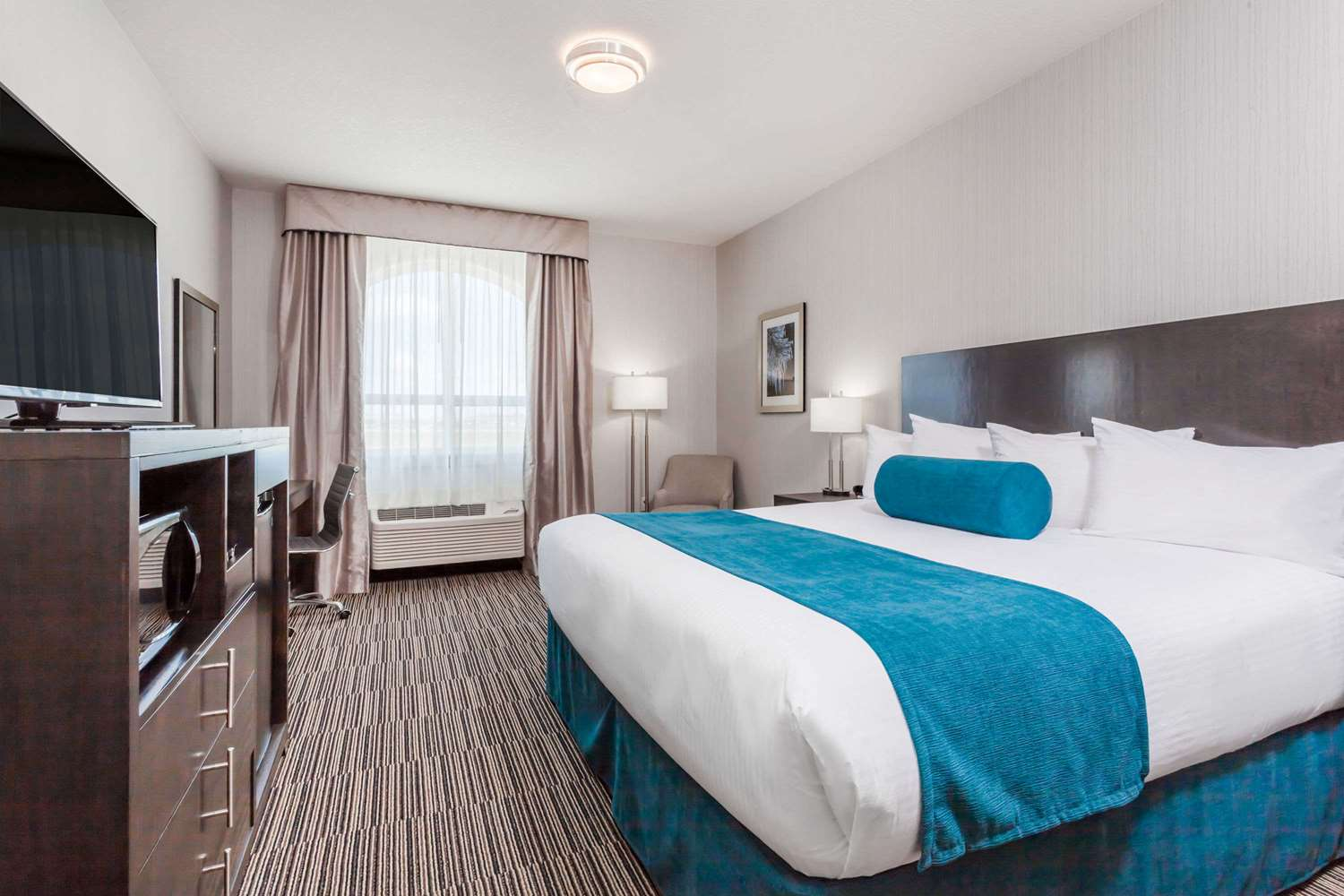 Room - Wingate by Wyndham Hotel Airdrie