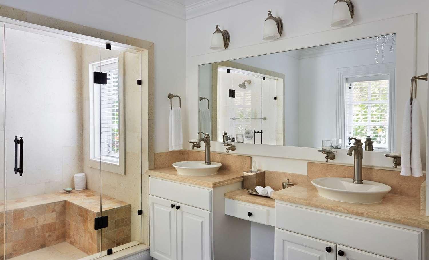 Superior Luxury Cottage Bathroom