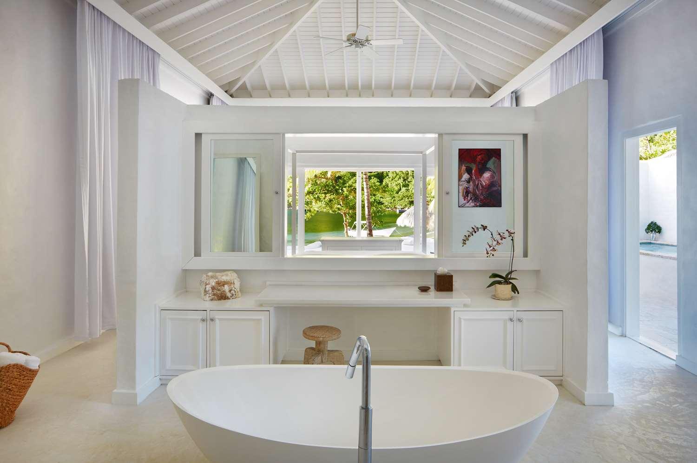 Luxury Beachfront Bungalow bathroom
