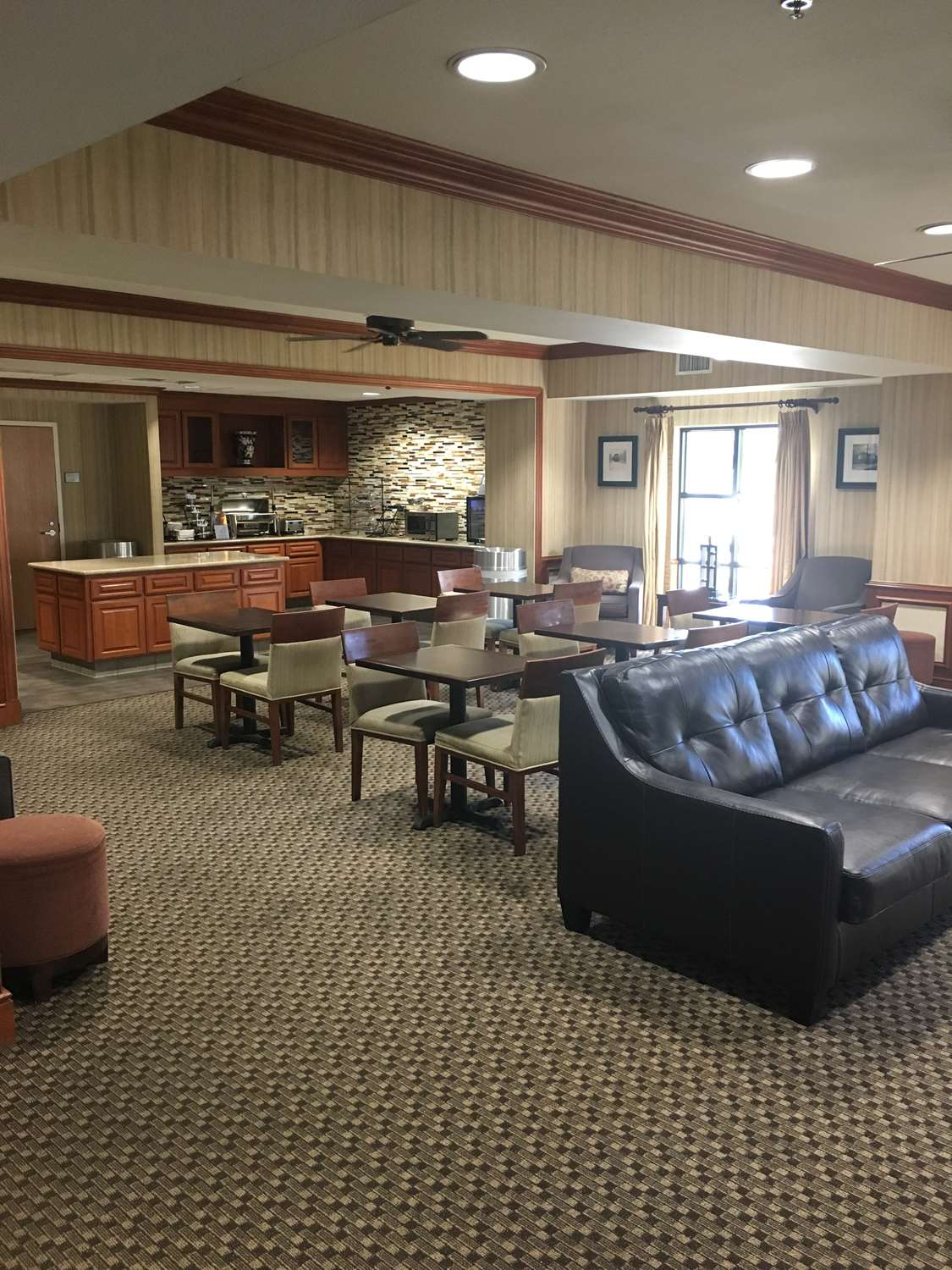 Lobby - Best Western Plus Arrowhead Hotel Colton