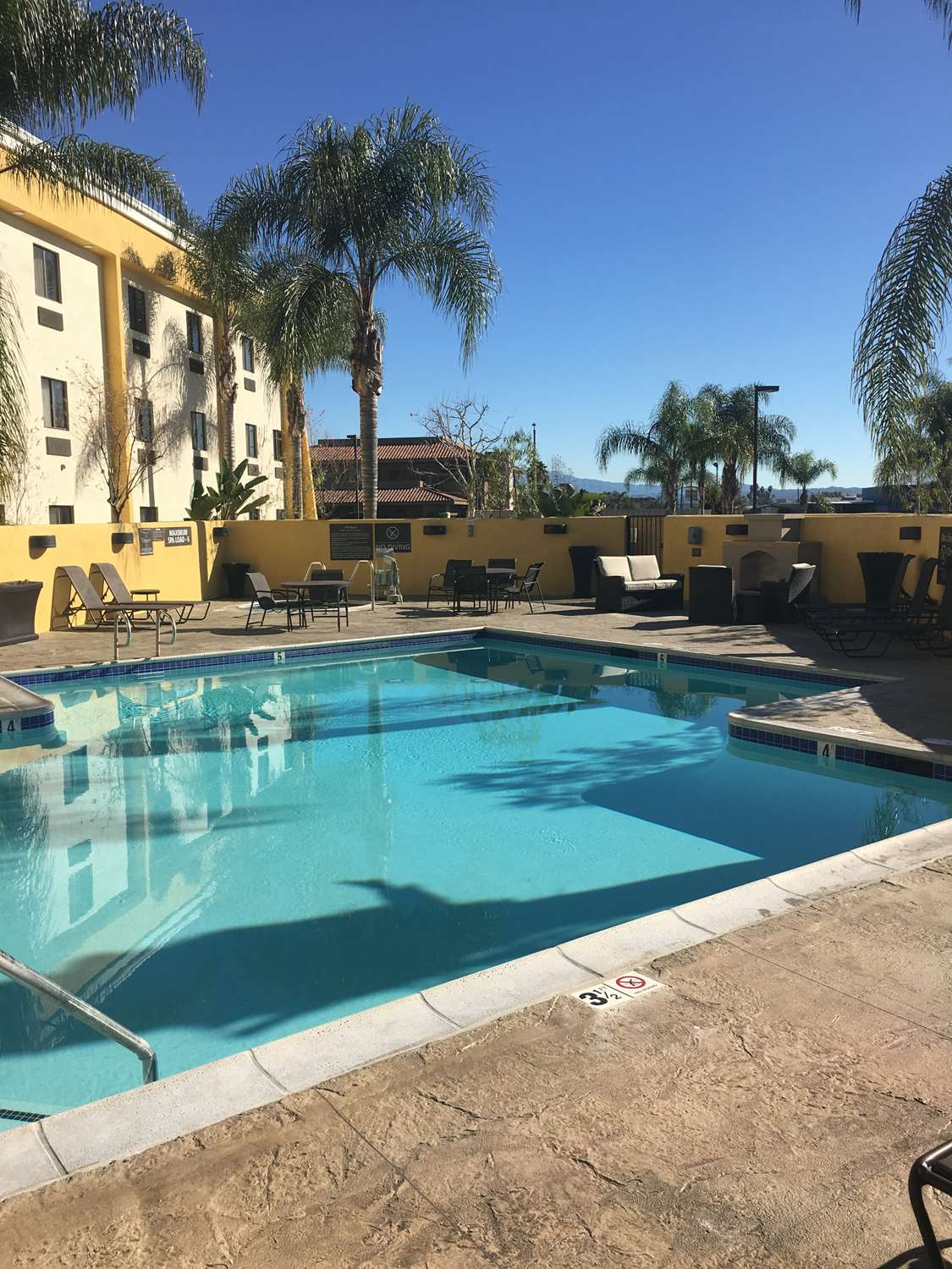 Pool - Best Western Plus Arrowhead Hotel Colton