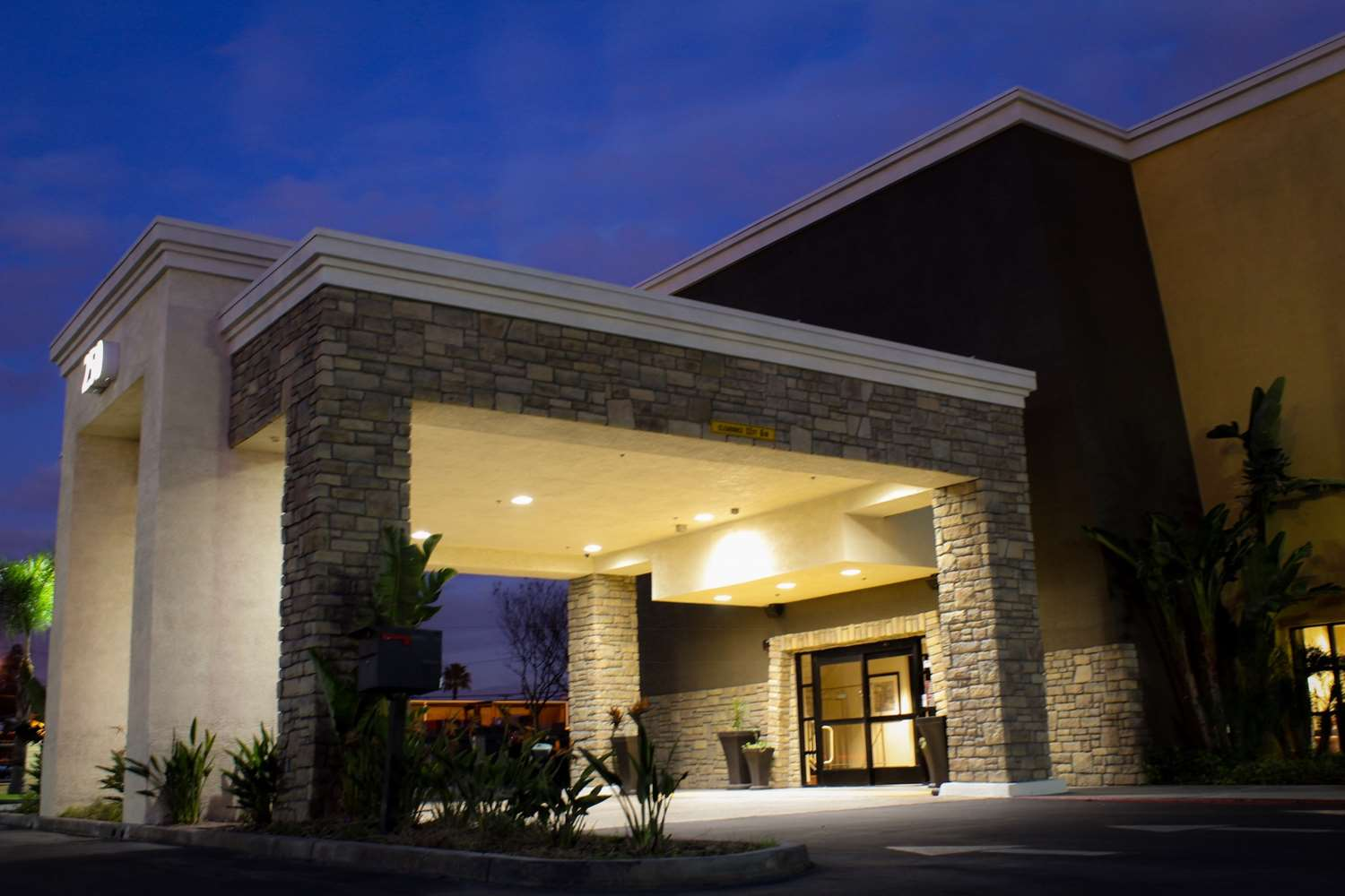 Exterior view - Best Western Plus Arrowhead Hotel Colton