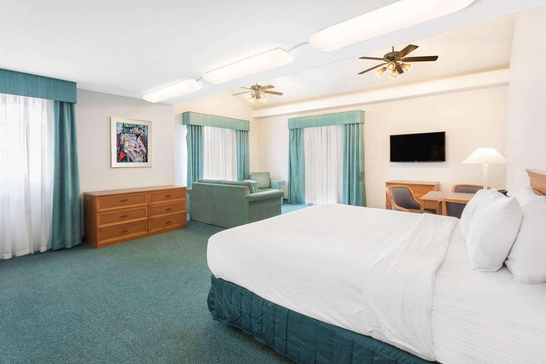 Suite - Days Inn & Suites Huntsville