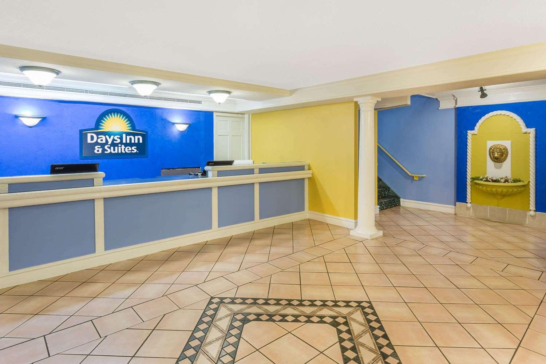 Lobby - Days Inn & Suites Huntsville