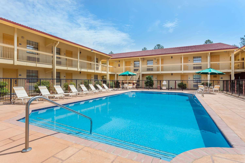 Pool - Days Inn & Suites Huntsville