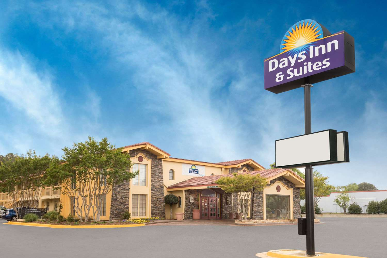 Exterior view - Days Inn & Suites Huntsville