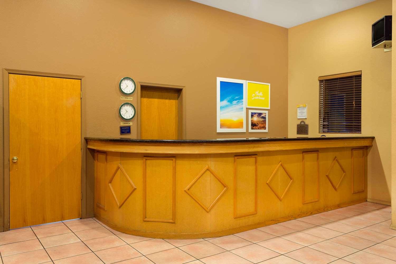 Lobby - Days Inn Bullhead City