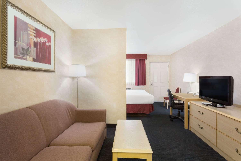 Room - Days Inn Bullhead City