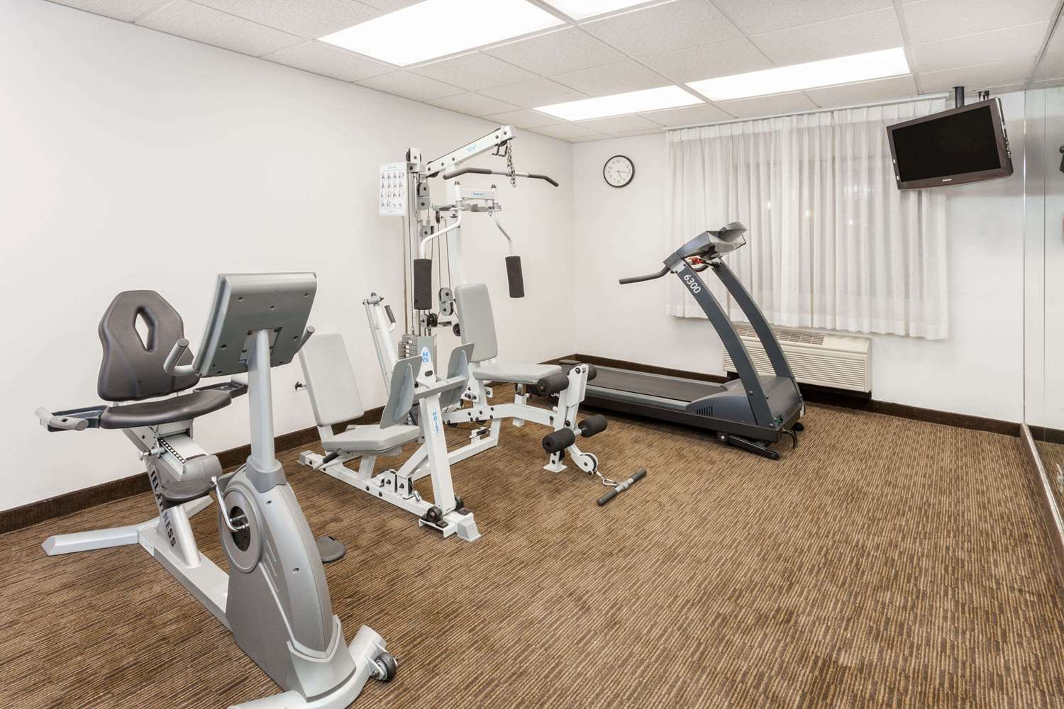 Fitness/ Exercise Room - Days Inn & Suites Arlington Heights