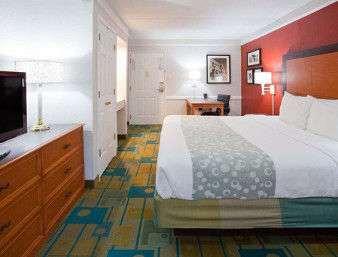 Room - Days Inn & Suites Schaumburg