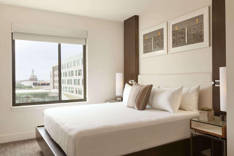 Suite - Alexander Hotel Indianapolis