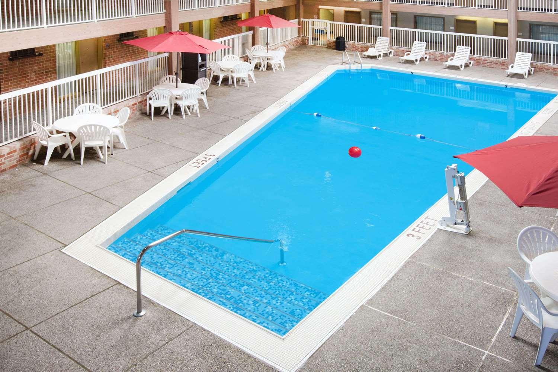 Pool - Ramada Hotel Ankeny