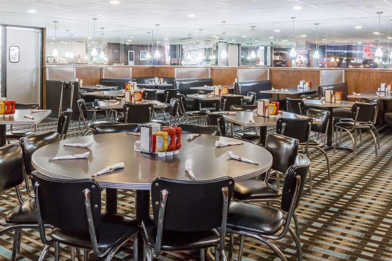 Restaurant - Ramada Hotel Ankeny