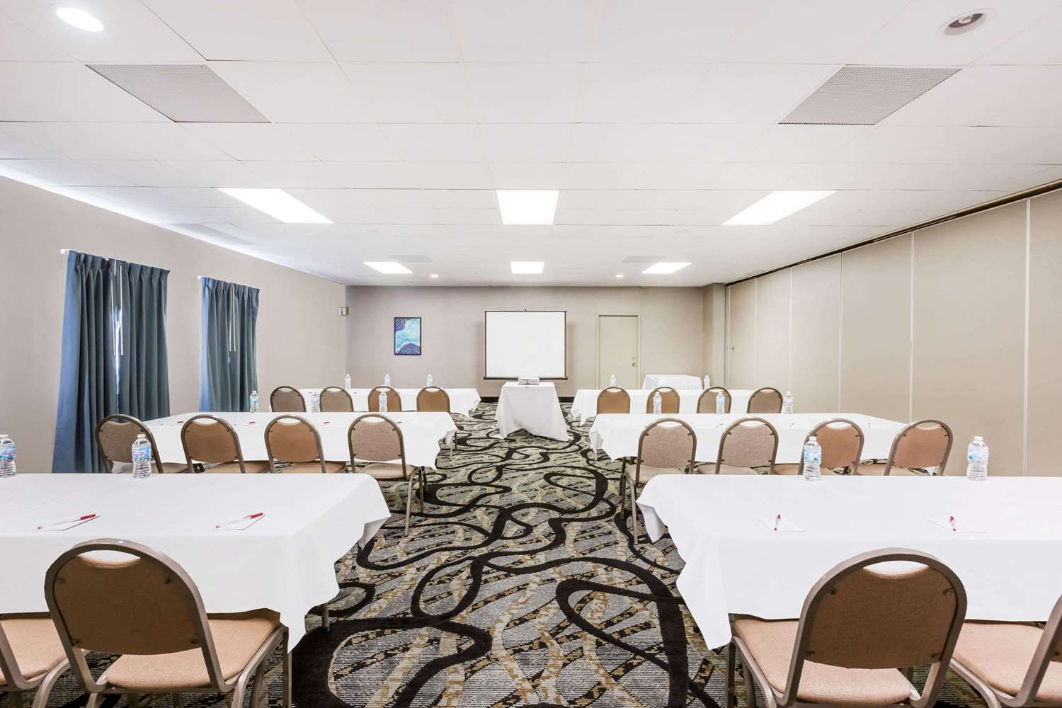 Meeting Facilities - Ramada Hotel Ankeny