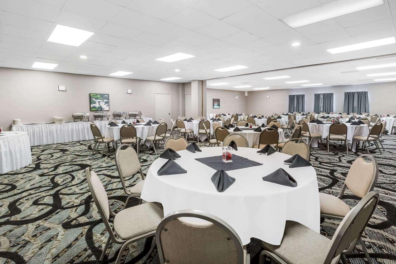 Ballroom - Ramada Hotel Ankeny