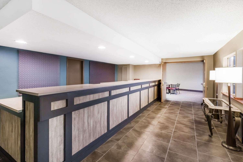Lobby - Ramada Hotel Ankeny