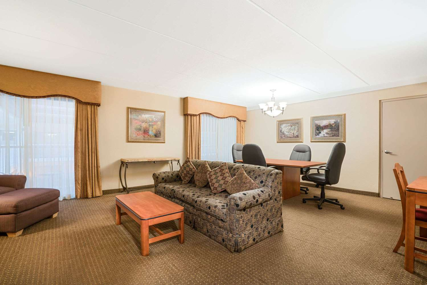 Suite - Ramada Hotel Plymouth