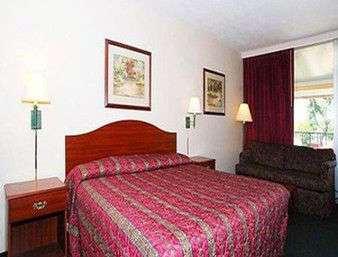 Room - Knights Inn Oakley