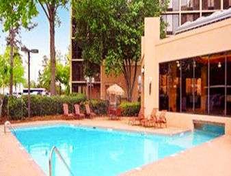 Pool - Ramada Plaza Hotel Airport Atlanta