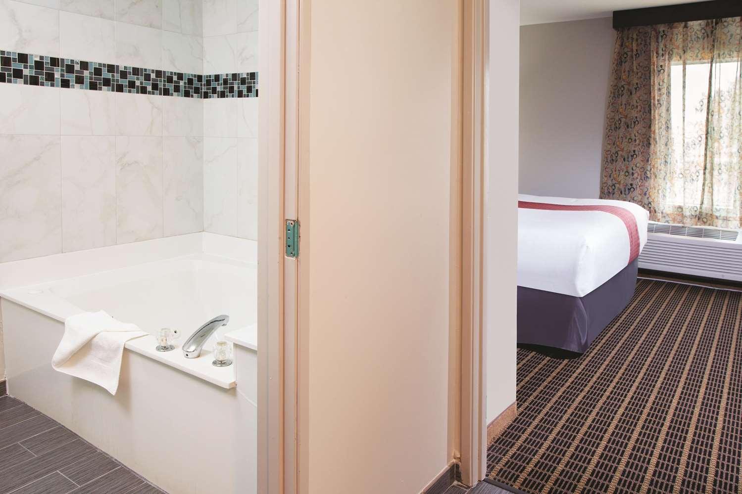 Room - La Quinta Inn & Suites Rockford