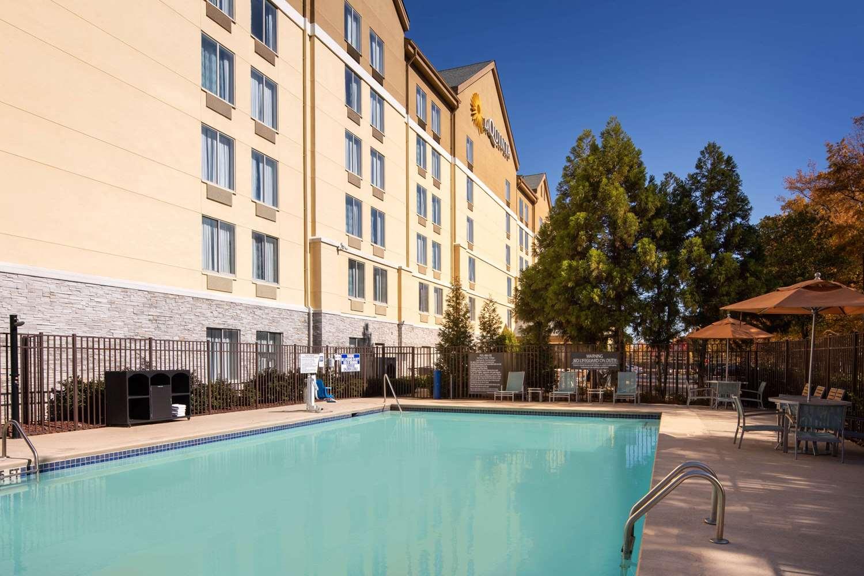 Pool - La Quinta Inn & Suites East Point