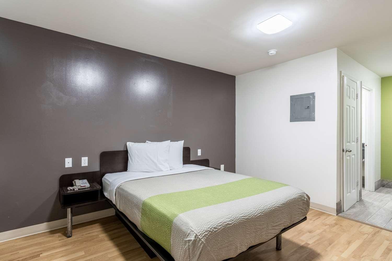 Room - Studio 6 Extended Stay Motel Savannah