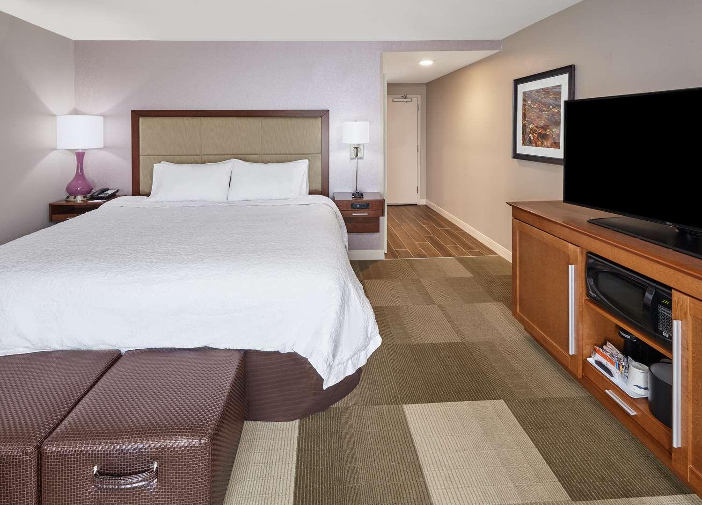 Room - Hampton Inn Fond du Lac