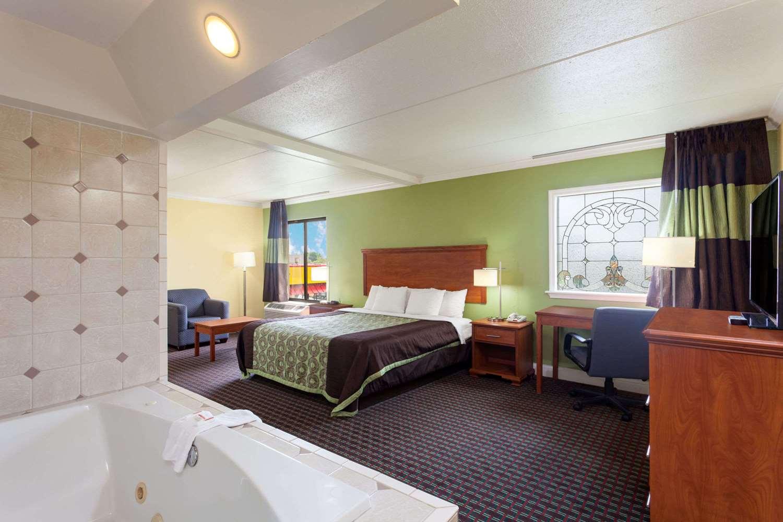 Suite - Days Inn Bowling Green