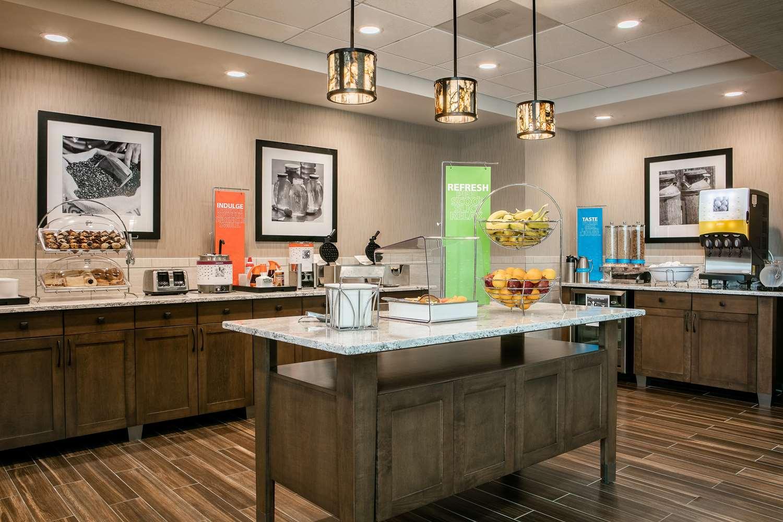 Restaurant - Hampton Inn & Suites Mason City