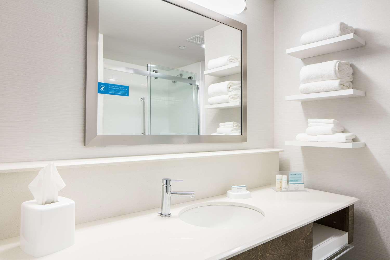 Room - Hampton Inn & Suites Mason City