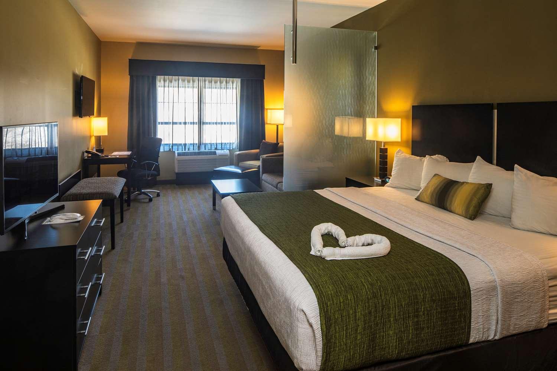 Suite - Best Western Plus Inn at Franciscan Square Steubenville