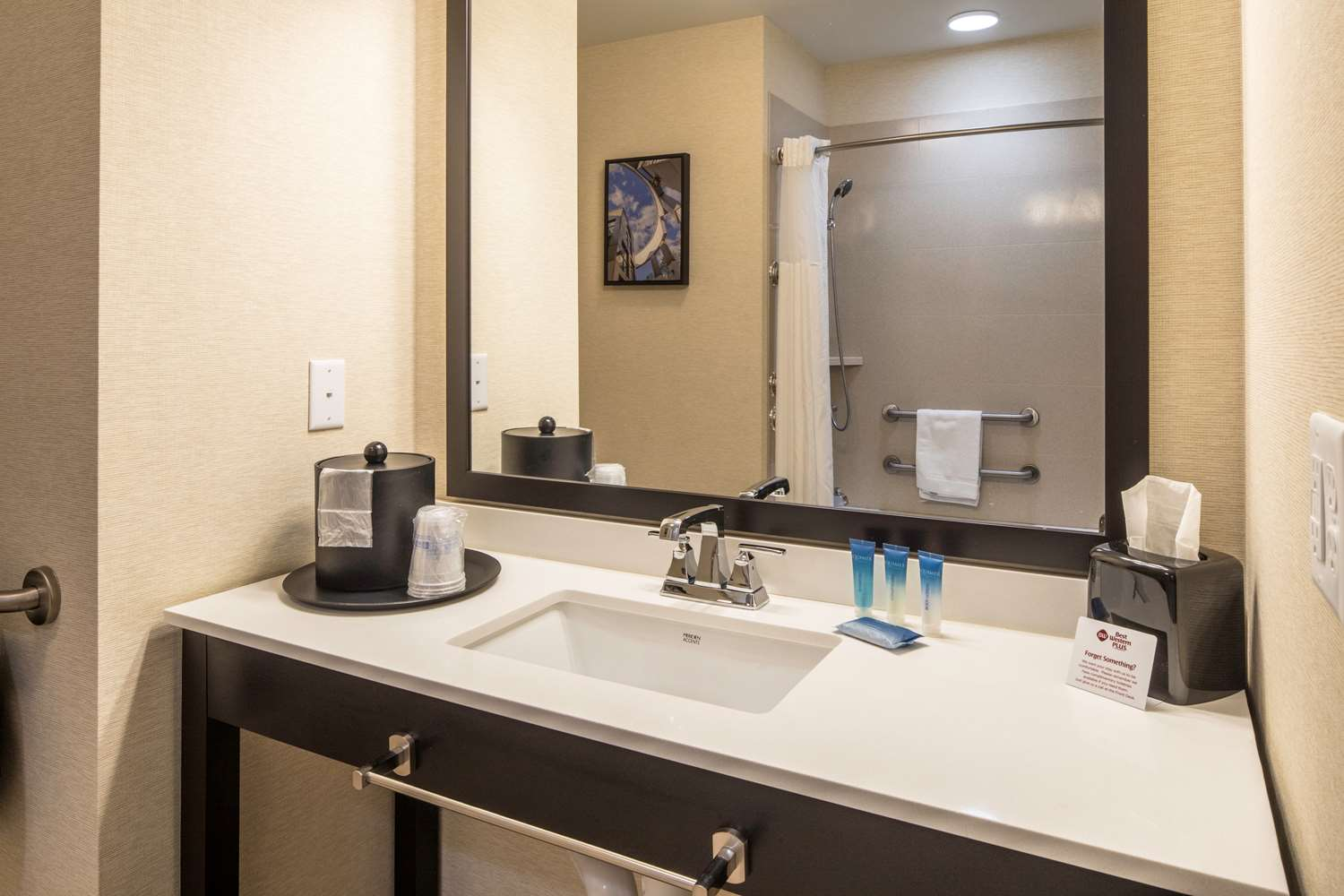 Room - Best Western Plus Inn at Franciscan Square Steubenville