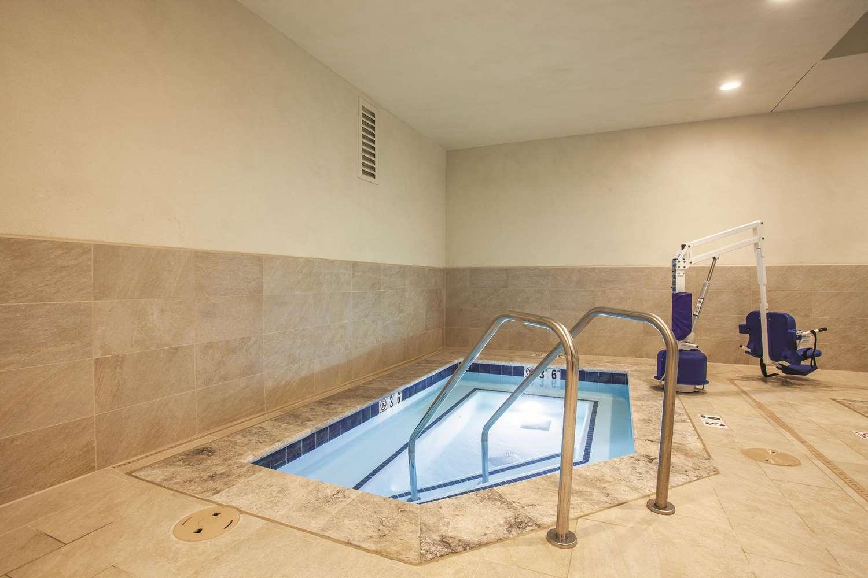 Pool - La Quinta Inn & Suites Morgan Hill