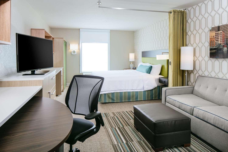 Room - Home2 Suites by Hilton Waukesha