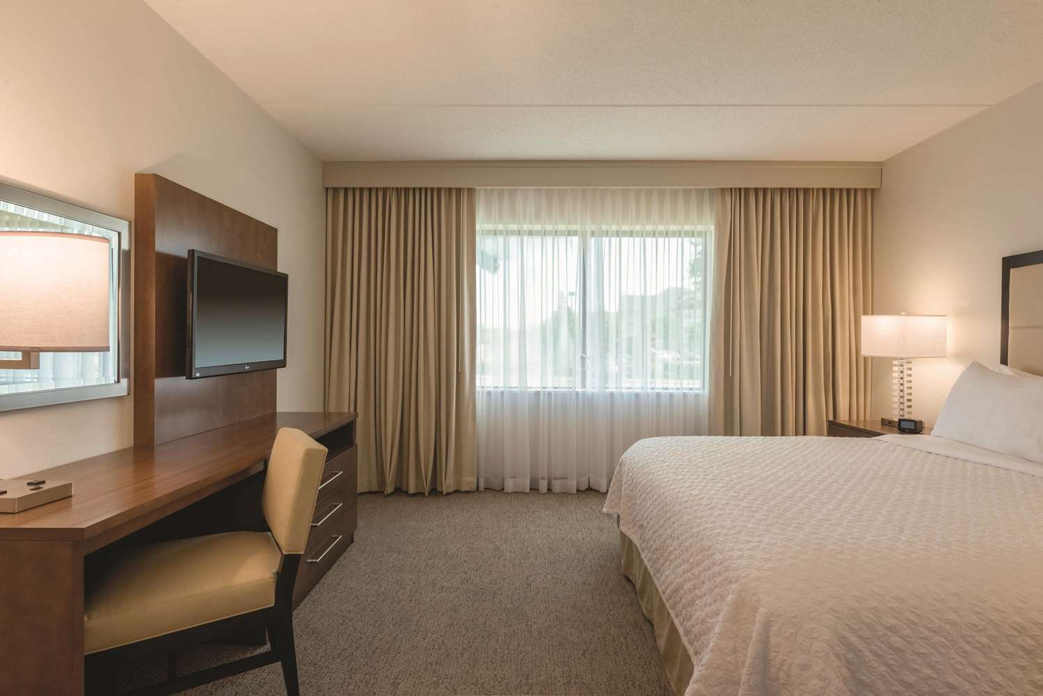 Room - Embassy Suites Brookfield