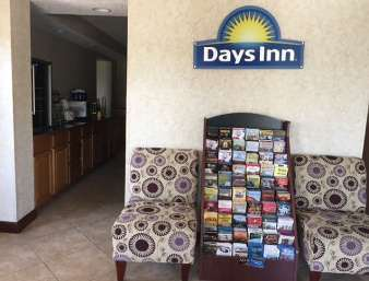Lobby - Days Inn Cave City