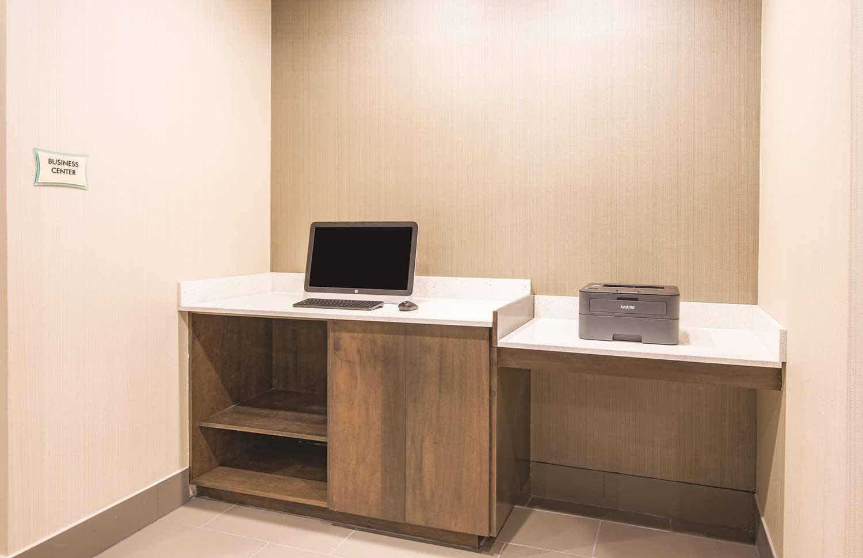 Conference Area - La Quinta Inn & Suites York