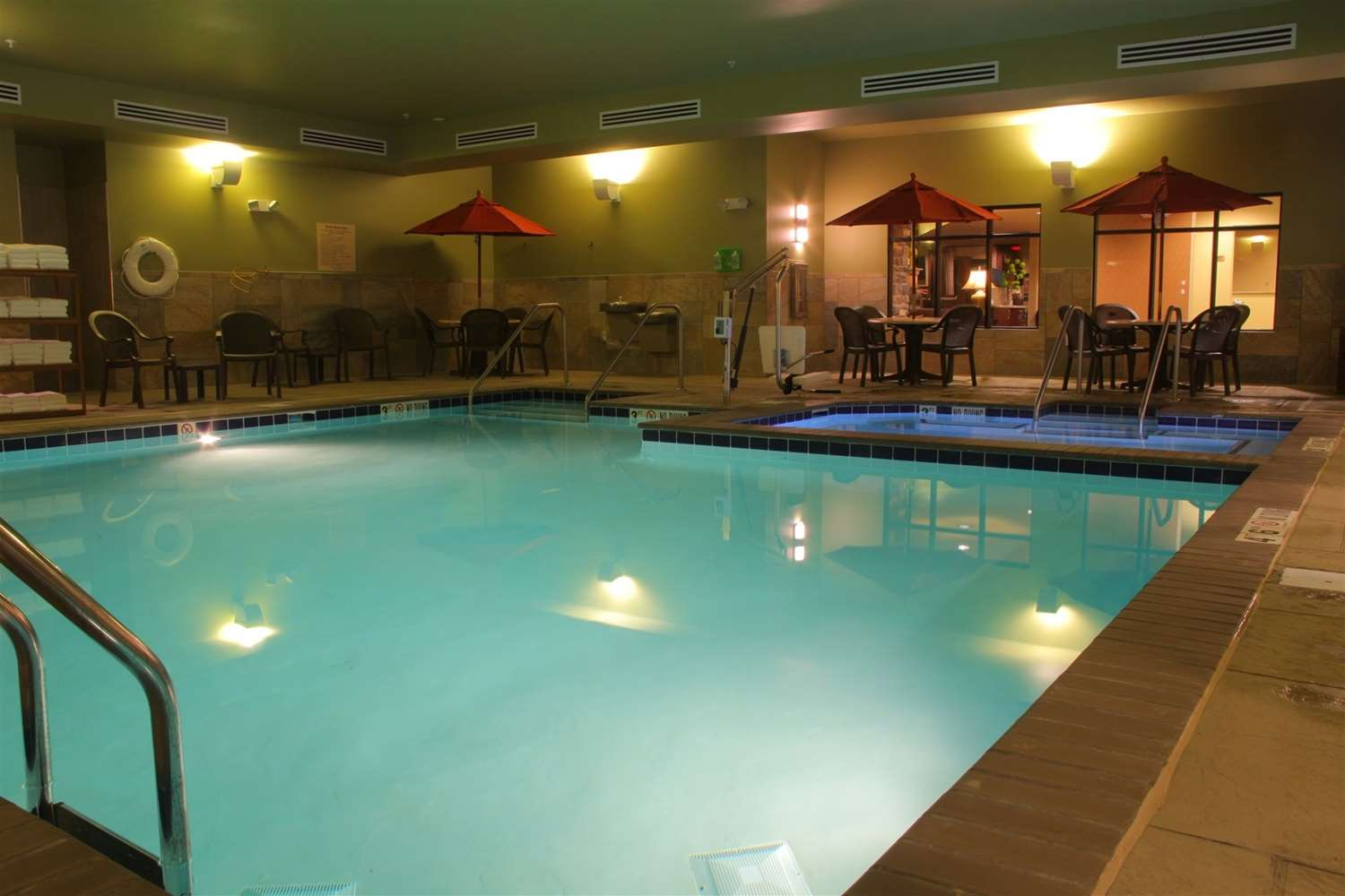 Pool - Little Missouri Inn & Suites New Town