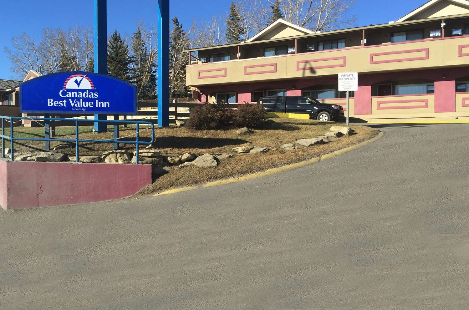 Exterior view - Canadas Best Value Inn Calgary