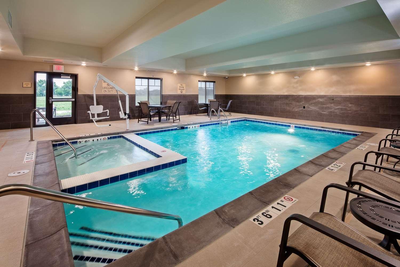Pool Best Western Plus Overland Inn Fort Morgan